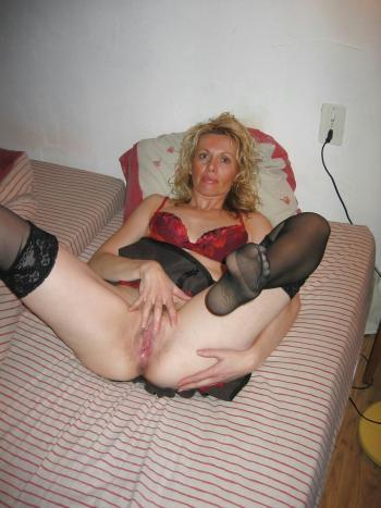 пожилая дама раздвинула ноги фото